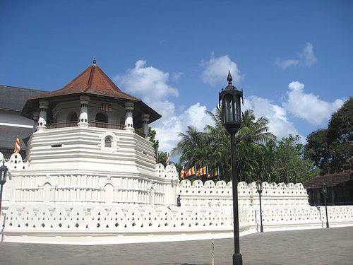 kandy20tooth20temple27121220-02.jpg
